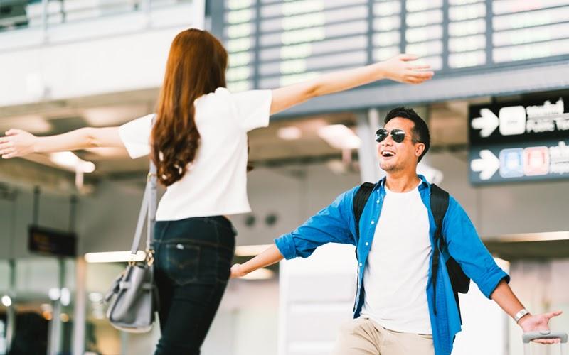 Đón người thân ở sảnh sân bay (Nguồn ảnh: Internet)