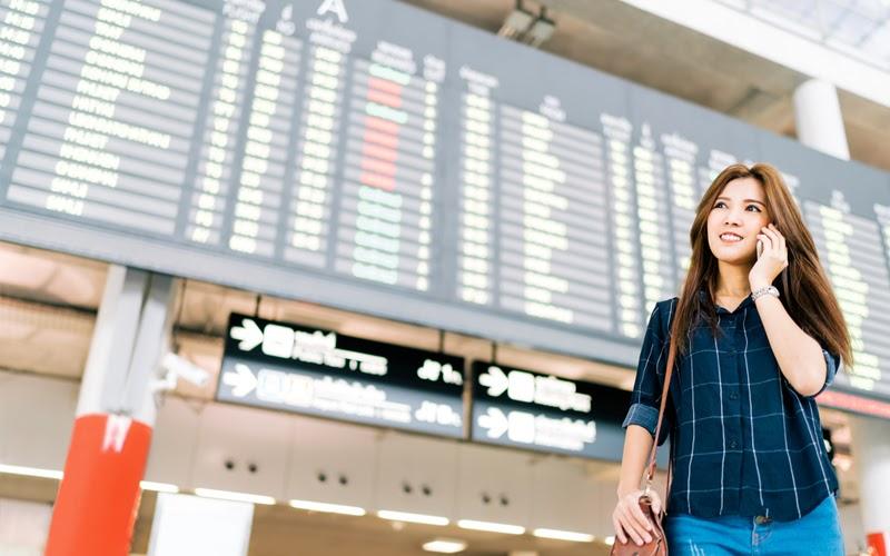 Người thân sẽ liên hệ bạn khi họ xuống máy bay (Nguồn ảnh: Internet)